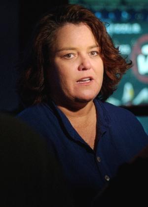 """A atriz Rosie O'Donnell fala sobre sua atuação em """"Fiddler on the Roof"""" em 2005, em Nova York"""