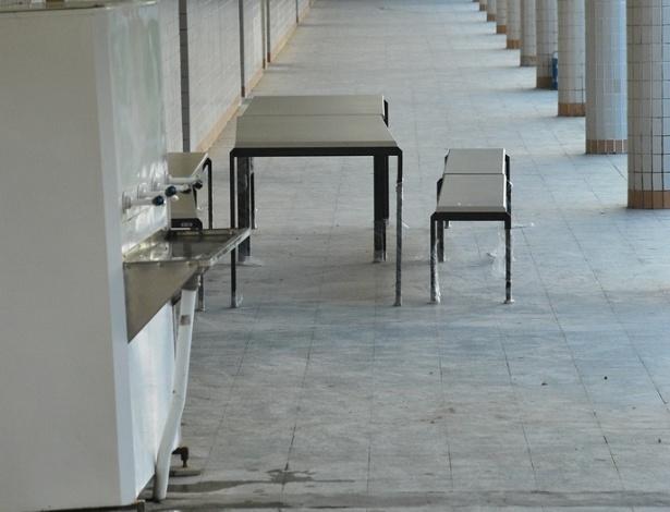 Na Escola Estadual José Correia da Silva Titara, corredores vazios, salas de aula sem alunos, em pleno horário de aula