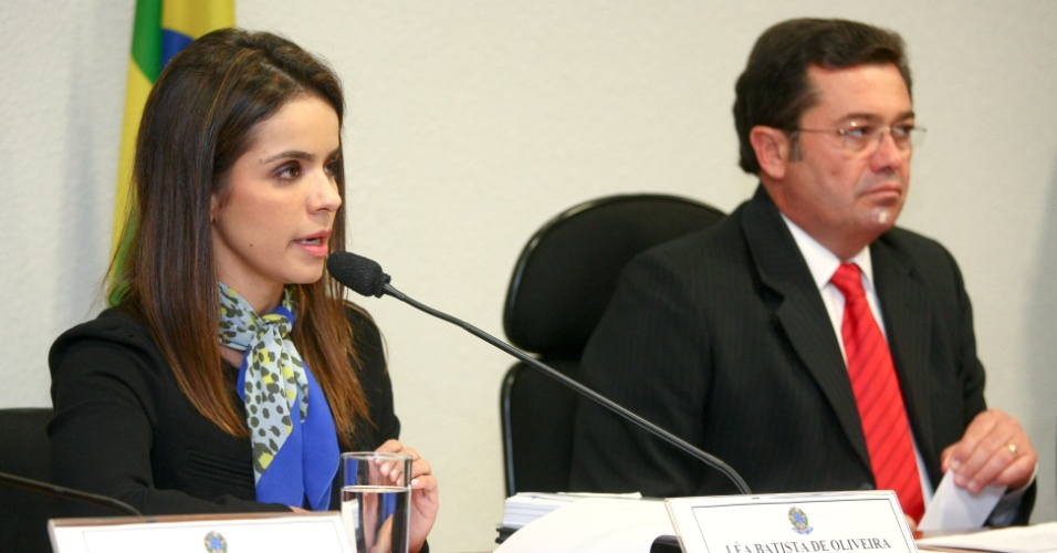 21.ago.2012 - A procuradora Léa Batista de Oliveira presta depoimento na CPI do Cachoeira, em Brasília, que investiga as relações do bicheiro Carlinhos Cachoeira com agentes públicos e privados