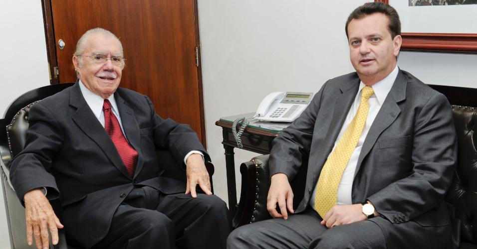 21.ago.2012 - O presidente do Senado, José Sarney (PMDB), recebe o prefeito de São Paulo, Gilberto Kassab (PSD), em Brasília