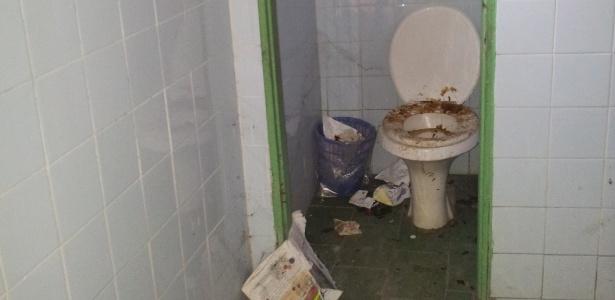 Banheiro da Escola Municipal Professor Heleno Nogueira dos Santos, localizada na zona leste de Manaus