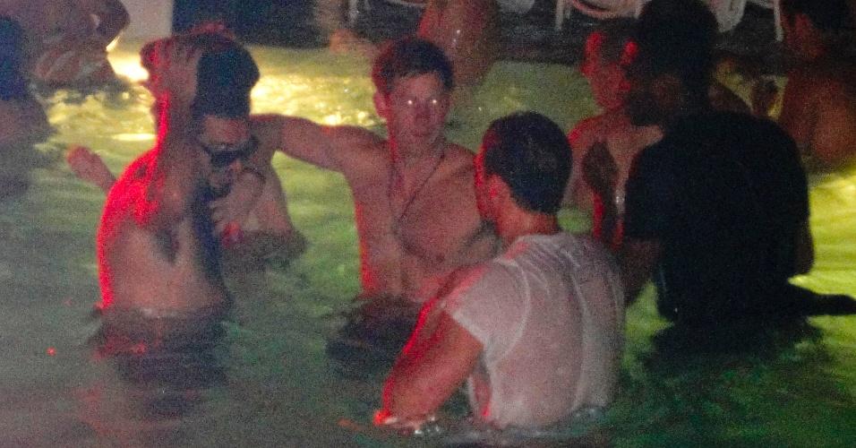 Acompanhado de guarda-costas, Harry aproveitou o fim das Olimpíadas para viajar aos EUA com alguns amigos (20/8/12)