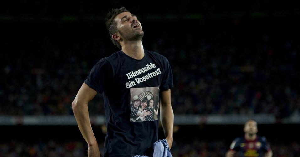 Atacante David Villa mostra camisa com homenagem à mulher e filhas após marcar no seu retorno ao time