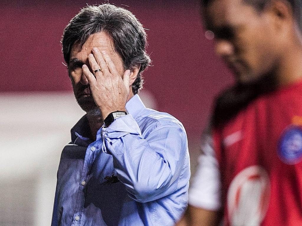 Caio Júnior, técnico do Bahia, lamenta derrota por 2 a 0 para o São Paulo e a eliminação na Copa Sul-Americana