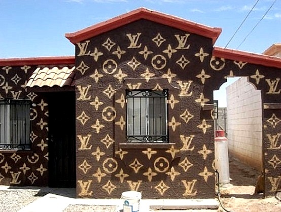 E esta casa estampada de bolsa da Louis Vuitton? O que Val Marchiori diria disso? Hellooo...