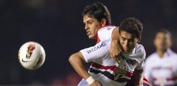 Jadson sofre com a forte marcação do Bahia em disputa de bola