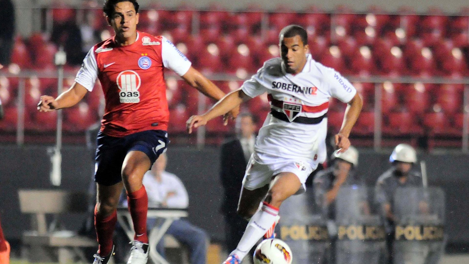 Lucas dá arrancada e tenta levar o São Paulo ao ataque contra o Bahia pela Copa Sul-Americana