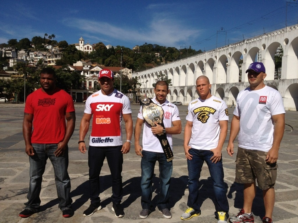 Rampage, Vitor Belfort, Jos Aldo, Erik Koch e Glover Teixeira posam para foto nos Arcos da Lapa (RJ)