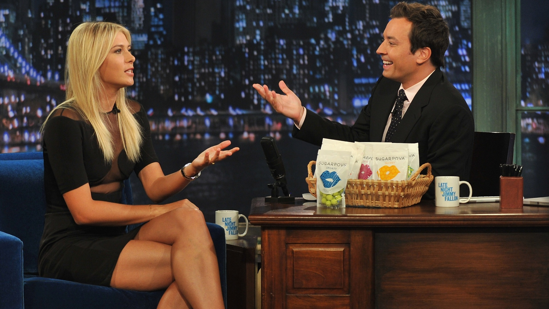 Tenista russa Maria Sharapova participa do programa Late Night With Jimmy Fallon para promover sua linha de doces, Sugarpova (20/08/2012)