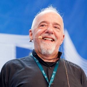 22.ago.2012 - O autor brasileiro Paulo Coelho fala durante palestra na Campus Party, realizada em Berlim, capital da Alemanha, nesta quarta-feira (22)