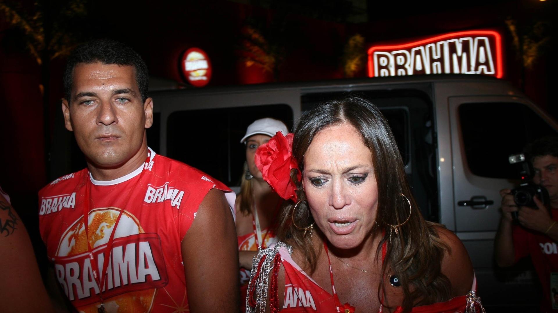 A atriz Susana Vieira e o marido Marcelo Silva no camarote da Brahma durante o desfile das escolas de samba do Rio de Janeiro (19/2/2007)