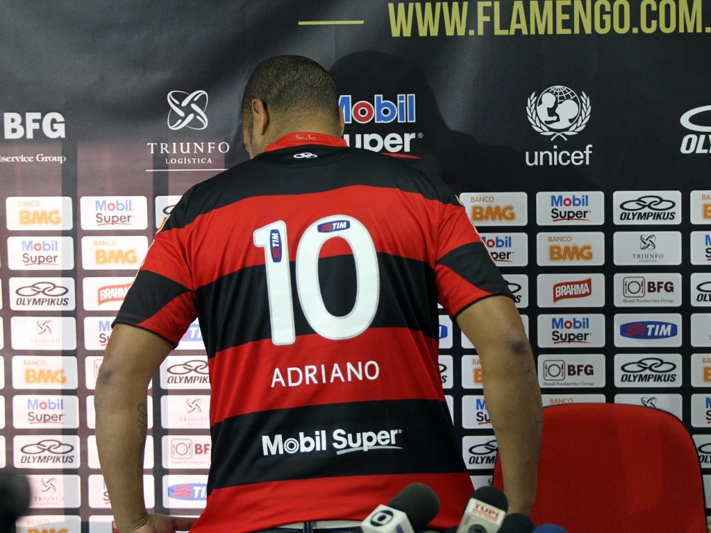 Adriano recebeu a camisa 10 e avisou 