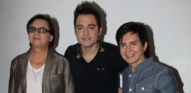 Chitãozinho e Xororó com Fernando, Fernando & Sorocaba, ao centro. Dupla grava nesta quarta (22)