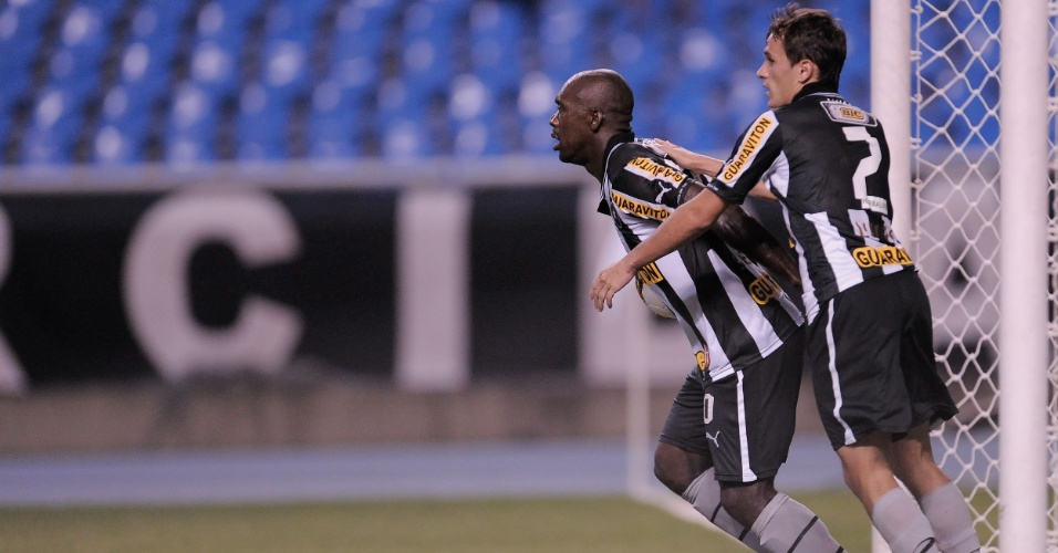 Clarence Seedorf comemora após abrir o placar para o Botafogo contra o Palmeiras