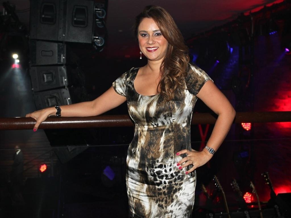 Mulher do cantor Chitãozinho, Márcia Alves, na casa noturna