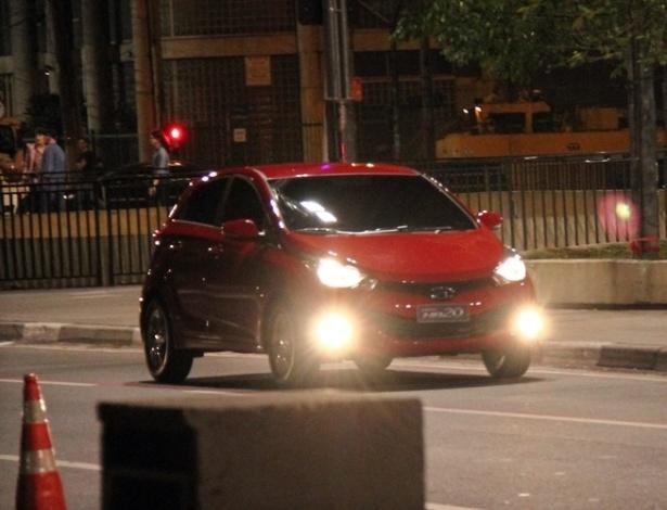 Sem máscara, Hyundai HB20 posa para câmeras e mostra rosto ao rival Gol