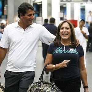 Marcelo Silva e Susana Vieira no aeroporto, embarcando para os Estados Unidos (2008)