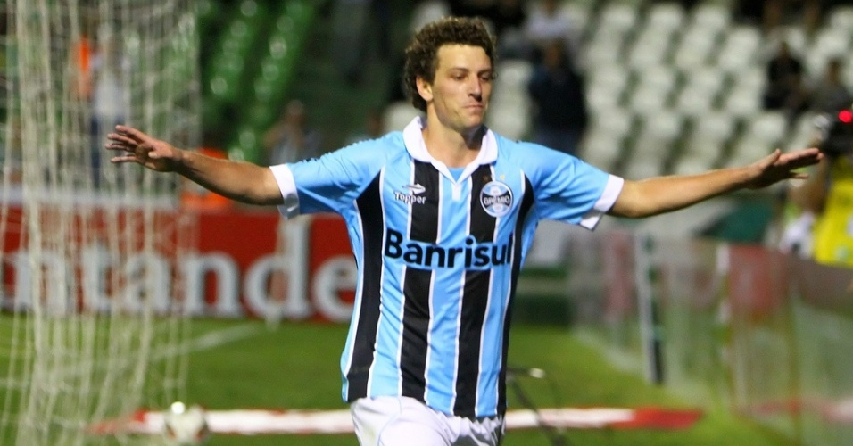 Meia Elano comemora gol do Grêmio na segunda partida da segunda fase da Copa Sul-Americana (22/08/2012)