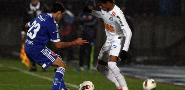 """Neymar em ação contra """"La U""""; atuação do atacante rendeu críticas na Argentina"""