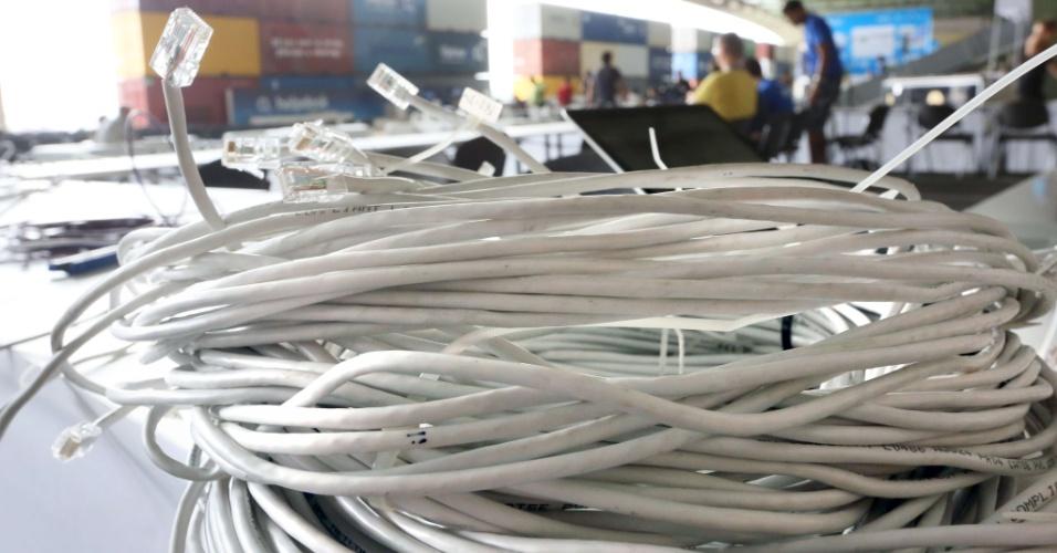 Rolos e mais rolos de cabo de rede são vistos na Campus Party em Berlim, na Alemanha. O evento tem conexão de 160 Gbps (Gigabits por segundo)