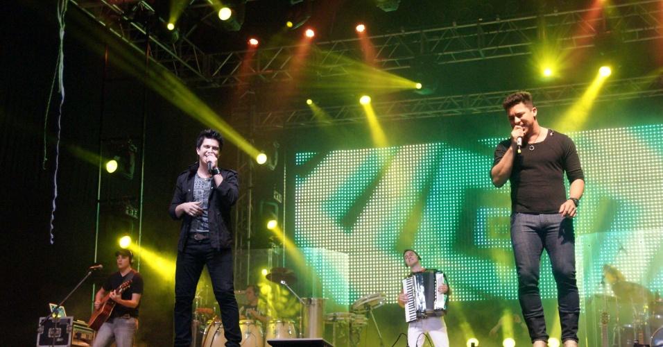 A dupla sertaneja Hugo & Gabriel faz show na sétima noite da 57ª Festa de Peão, em Barretos (22/8/12)