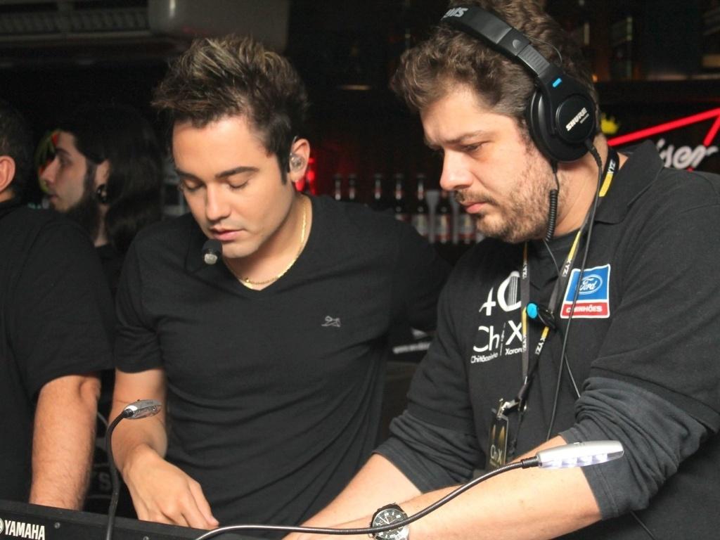 Fernando (à esquerda), da dupla Fernando e Sorocaba, cuida da produção do CD e destaca arranjos