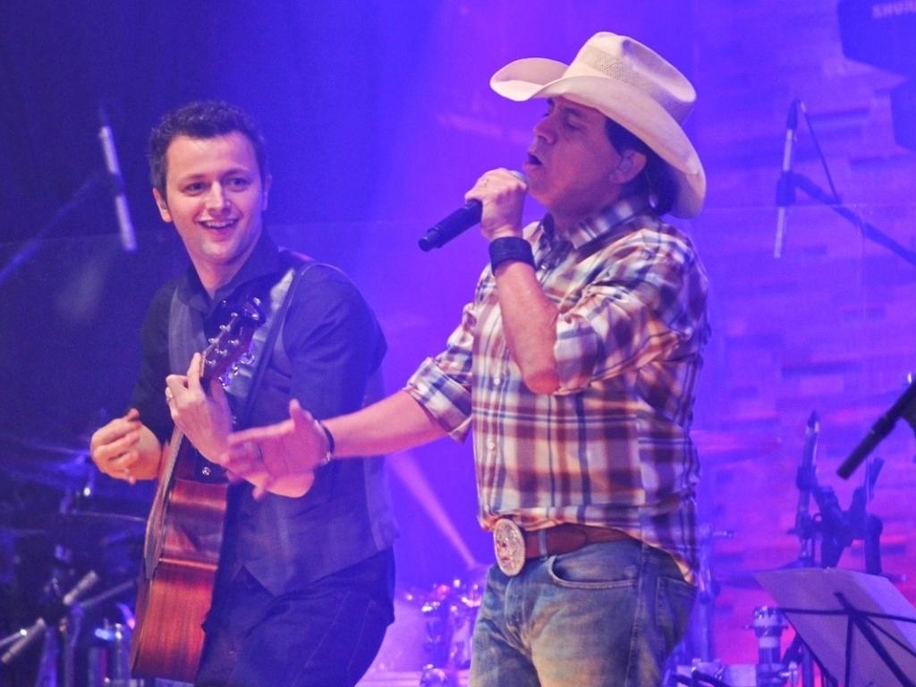 Lucas Lima, marido de Sandy, fez uma participação especial no show do CD