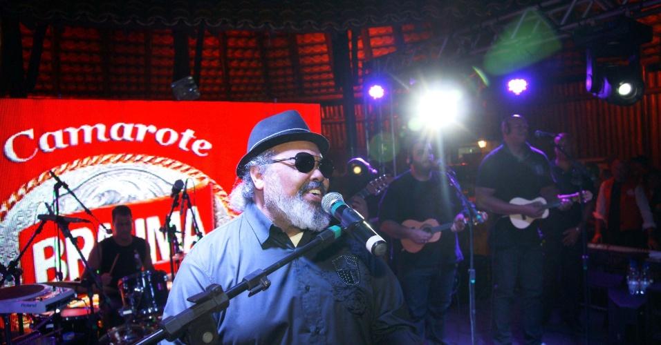 O carioca Jorge Aragão canta seus sambas na Festa de Peão de Barretos 2012 (22/8/12)