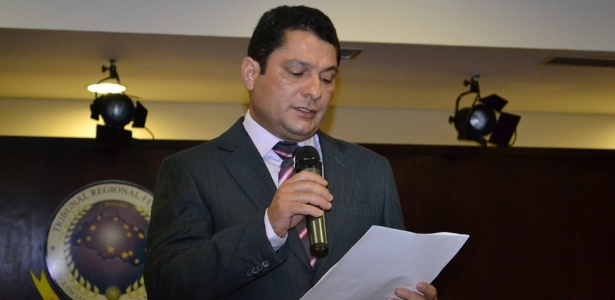 O juiz Julier Sebastião da Silva chamou a imprensa para informar sua decisão de liberar a obra do VLT