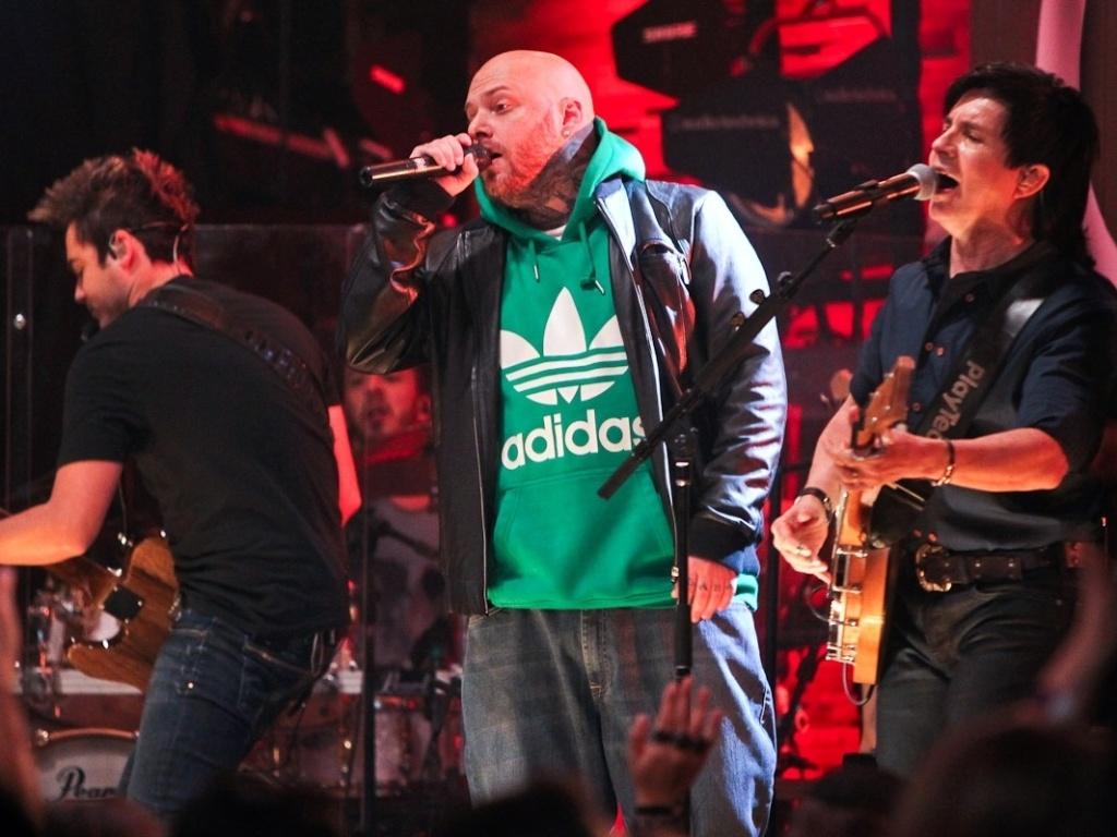 O rapper Cabal se apresentou ao lado da dupla sertaneja para a gravação do CD