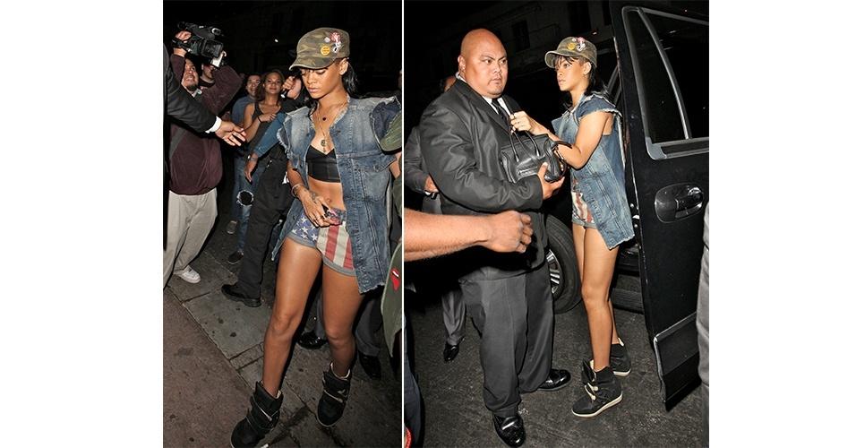 No estilo hip hop, que Rihanna é adepta, os tênis pesados estão sempre presentes. O sneaker, modelo com salto embutido, é uma alternativa para as mulheres que gostam deste estilo, mas querem ficar um pouco mais altas e com uma postura melhor