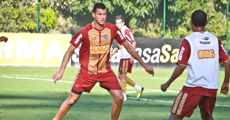 Zagueiro Réver durante treino do Atlético-MG na Cidade do Galo (17/8/2012)