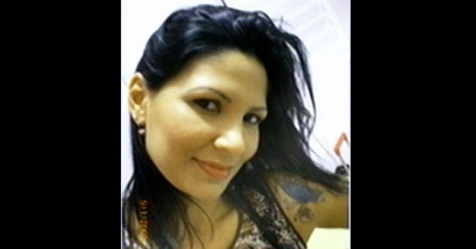 24.ago.2012 - A estudante Angelita Pinto, 28, morreu após passar mal na noite de quinta (23) na faculdade FMU da Vila Olímpia, zona sul de São Paulo. Ela tinha problema de arritmia, mas os medicamentos estavam suspensos pelo médico havia um mês. O caso foi registrado na polícia, como omissão de socorro, pois o marido da vítima alega que a faculdade não tinha enfermeira ou qualquer pessoa para prestar atendimento emergencial