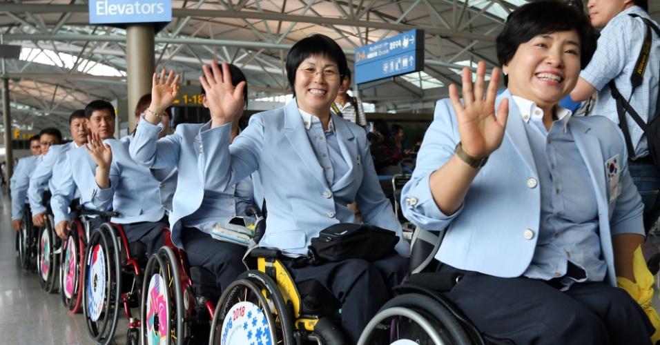 24.ago.2012 - Equipe paraolímpica da Coreia do Sul posa nesta sexta-feira (24), no aeroporto internacional em Icheon, na província de Gyeonggi, antes de embarcar para Londres, onde participarão dos Jogos Paraolímpicos 2012, de 29 de agosto a 9 de setembro