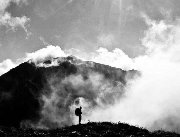 """24.ago.2012 - Os leitores da BBC Brasil enviaram suas fotos sobre o tema """"altura"""" para a galeria desta semana. Árvores, nuvens e prédios de diversas paisagens do Brasil e do exterior foram inspirações para as fotos selecionadas. Junior Costa batizou sua imagem de """"O mundo visto do alto"""", assim como outros leitores"""