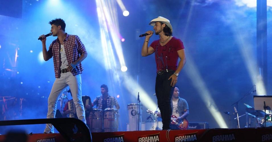 """A dupla Munhoz e Mariano faz seu show no """"Para Noooooossa Alegria in concert"""", durante a 57ª Festa de Peão de Barretos (23/8/12)"""