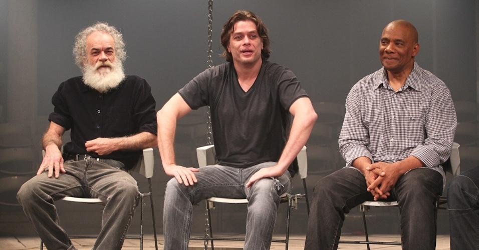Ao lado dos atores Cacá Amaral (esq.) e Guilherme Sant'Anna (dir.), Fábio Assunção lança o espetáculo
