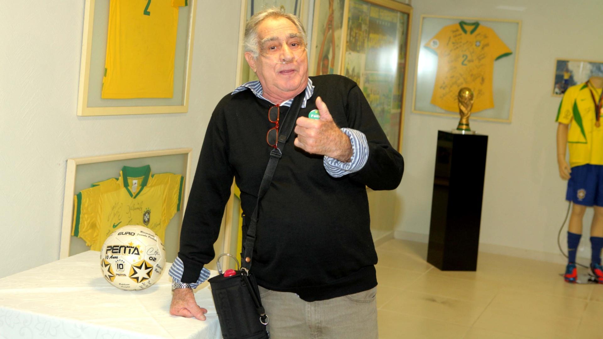 Ex-goleiro Félix participa de evento comemorativo dos 10 anos do pentacampeonato da seleção brasileira de futebol. Goleiro do Brasil na Copa de 1970, Félix morreu em 24 de agosto de 2012, aos 74 anos, por conta de uma doença pulmonar obstrutiva crônica agravada por pneumonia