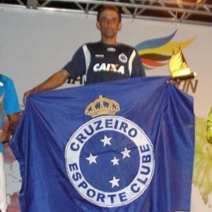 Ivamar de Oliveira (no centro, com a bandeira do Cruzeiro) foi flagrado com furosemida