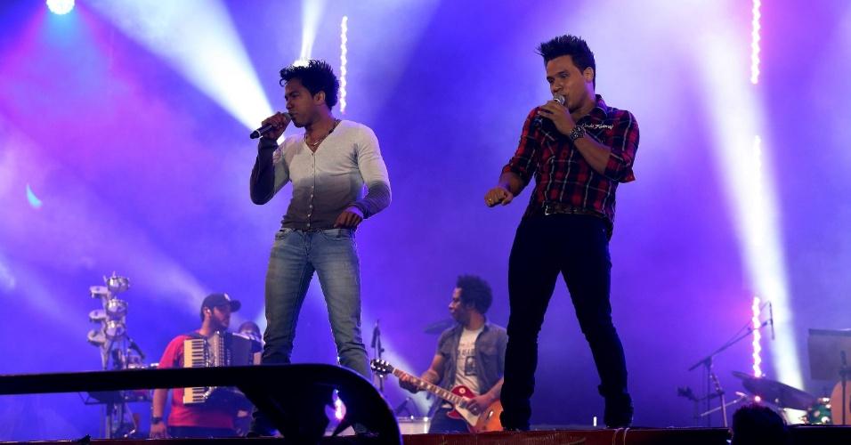 """Donos do hit """"Eu Quero Tchu, Eu Quero Tcha"""", João Lucas e Marcelo se apresentam na 57ª Festa de Peão de Barretos (23/8/12)"""