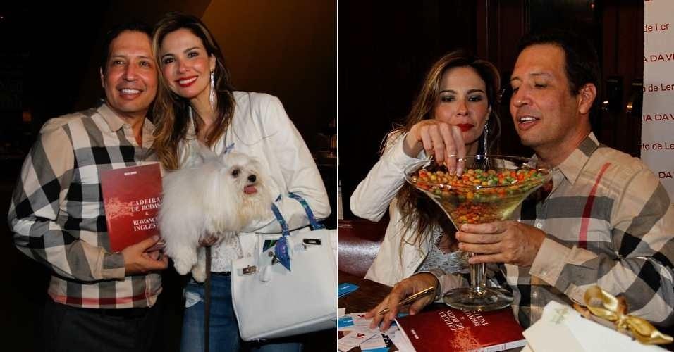 Luciana Gimenez se sentiu à vontade no lançamento do livro do jornalista e apresentador Wesley Sathler, na Livraria da Vila, em São Paulo. A apresentadora aproveitou para levar sua cadela e devorou o amendoim do evento (23/8/12)
