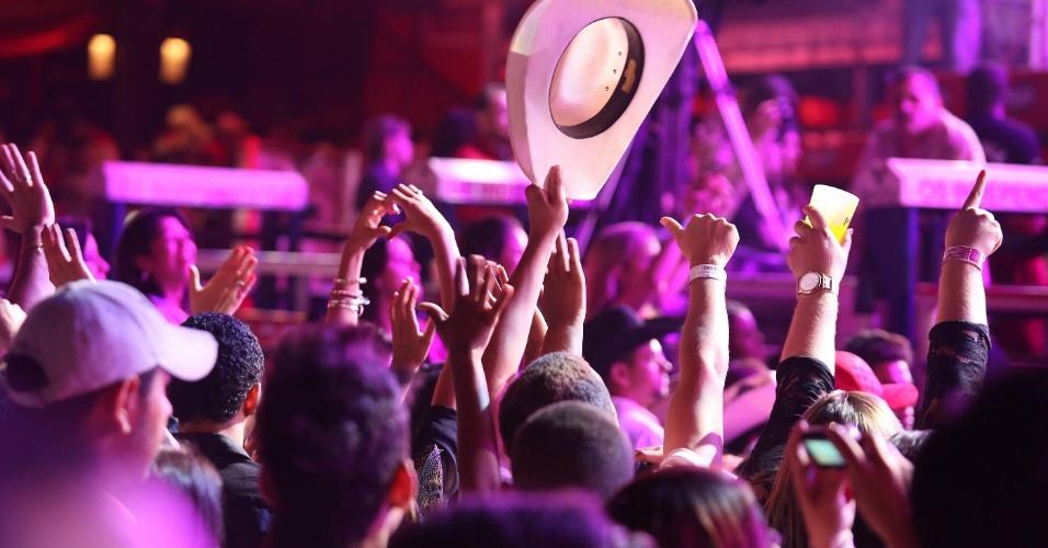 Plateia dança junto com os shows da 57ª Festa de Peão de Barretos (23/8/12)
