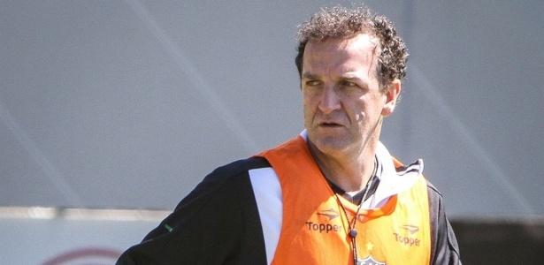 Técnico Cuca comanda treino do Atlético-MG na Cidade do Galo (24/8/2012)