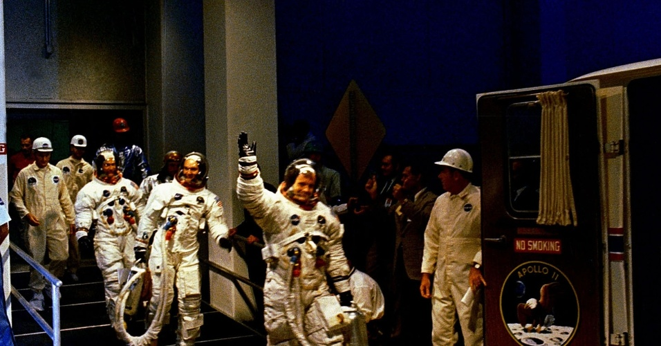 16.jul.1969 ? Tripulantes da missão Apollo 11 fazem preparação para lançamento da nave