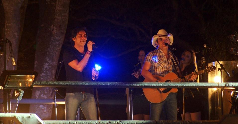 A dupla Guilherme & Santiago se apresentou na 57ª edição da Festa do Peão de Barretos, em São Paulo (25/8/12)