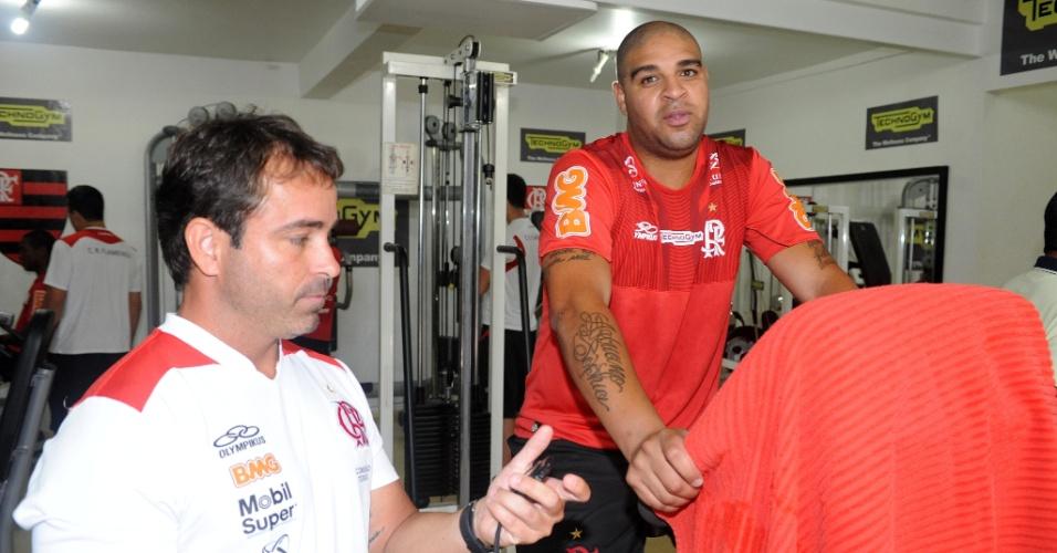 Adriano trabalha para recuperar a forma física em sua volta ao Flamengo