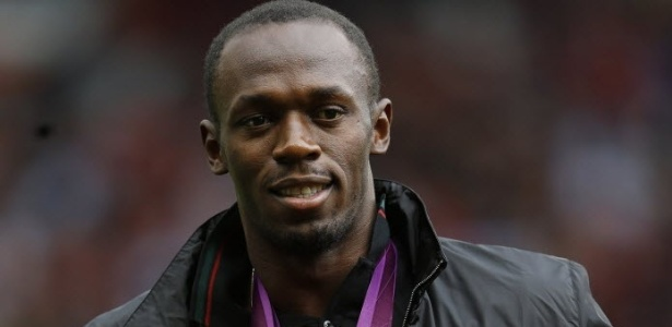Bolt ganha camisa personalizada do Manchester United com o seu nome e a marca da prova dos 100 m rasos (9s63), que venceu nos Jogos Olmpicos de Londres-2012