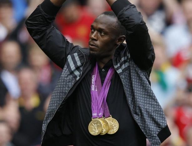 Fã confesso do Manchester United, o jamaicano Usain Bolt foi aplaudido pelos torcedores do estádio Old Trafford no início da partida entre o time da casa e o Fulham