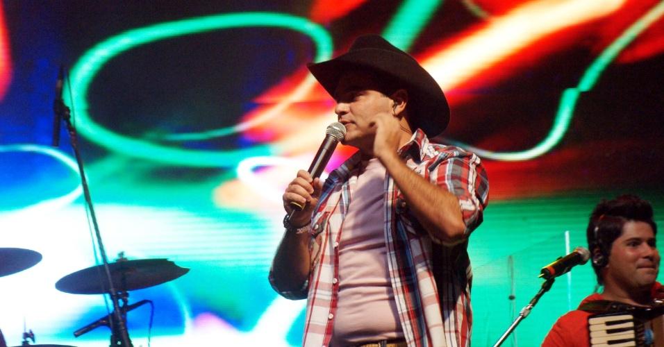 O cantor Thiago, da dupla Thales & Thiago, se apresentou na 57ª edição da Festa do Peão de Barretos, em São Paulo (25/8/12)