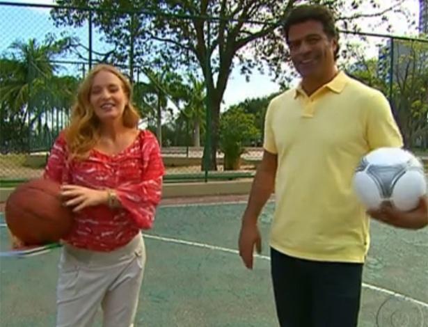 Raí e Angélica brincam de bola no programa 'Estrelas' da apresentadora